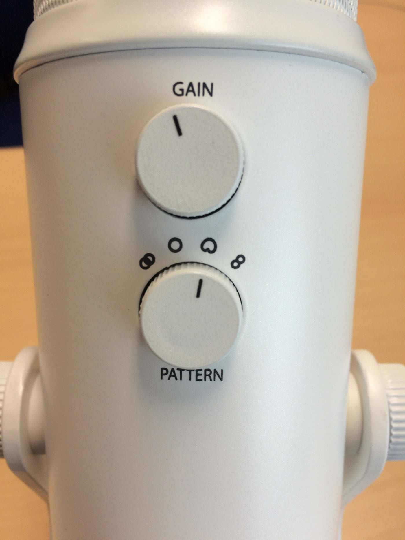 Close up of Blue Yeti gain and polar pattern dials