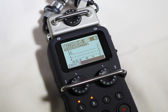 zoom h5 digital recorder for podcasting